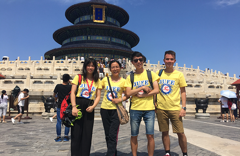 4 Chinese students at forbidden palace